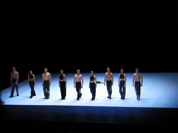 ... - Marco Goeckes Uraufführung - beim Premierenapplaus.