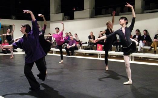 Mit Ballettmeisterin Christine Camillo im Vordergrund.