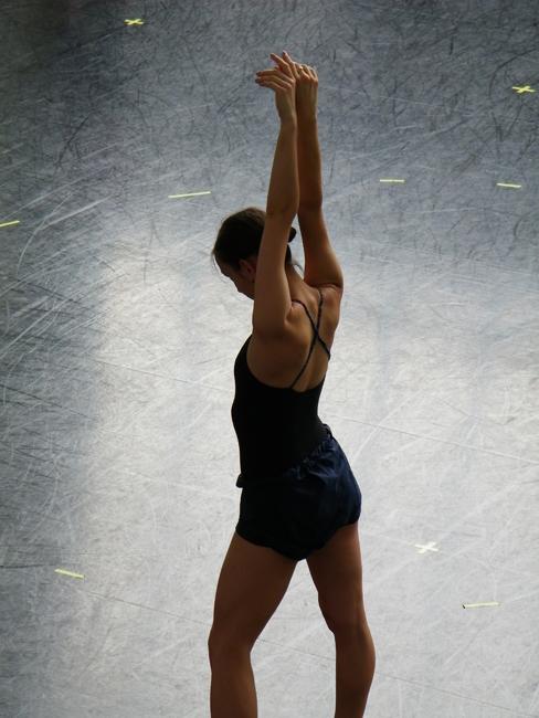 Krasina Pavlova in der 'tree-position' ('Baum-Position').