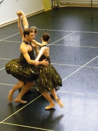 ... mit einem Ballontutu zu tanzen. :-)