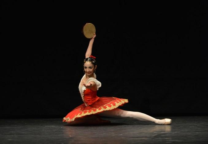 """Foto: Polen Gezmiz, Variationen aus """"Esmeralda"""" © Clarissa Lapolla"""