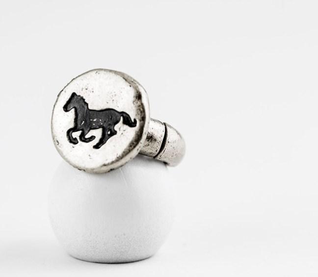 Giddy up ring