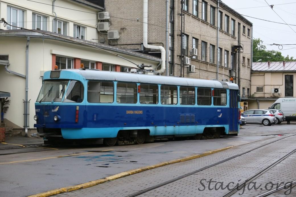 Lūk, darba vagons darba kārtībā. Vadītāja vieta abos tramvaja galos nepieciešama, lai varētu piebraukt avarējušam tramvajam un vilkt to uz vajadzīgo pusi.