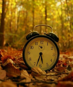 75edd_fall-back-set-your-clocks-back-1-hour-for-daylight-savings-time