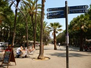 Rambla del Raval är en lugn Rambla där man slipper att trängas. Foto: Oh-Barcelona.com