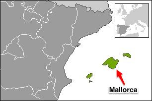 Illustration 1: Balearerna utmärkta i grönt. Mallorca utmärkt med pil. Bild: Martorell (Wikipedia). CC BY-SA 3.0