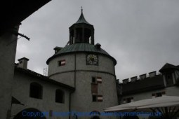 Burg-Hohenwerfen Burghof 001