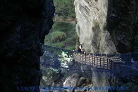 Liechtensteinklamm 585 - Weg über Stege und Brücken