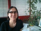 Kollegin Hartmann freut sich, Glass auch in der EDV anwenden zu können. Hier checkt sie gerade die Twitter-Timeline.
