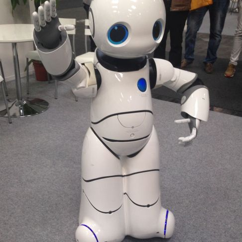 Smart Robot UU - man beachte den Bauchnabel.