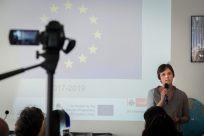 Sarah Dudek erzählt vom Anliegen des Projekts. Foto: (c) Herr & Frau Martin