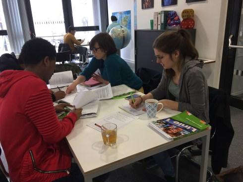 Lernende im sprachraum. ©Stadtbibliothek Köln.
