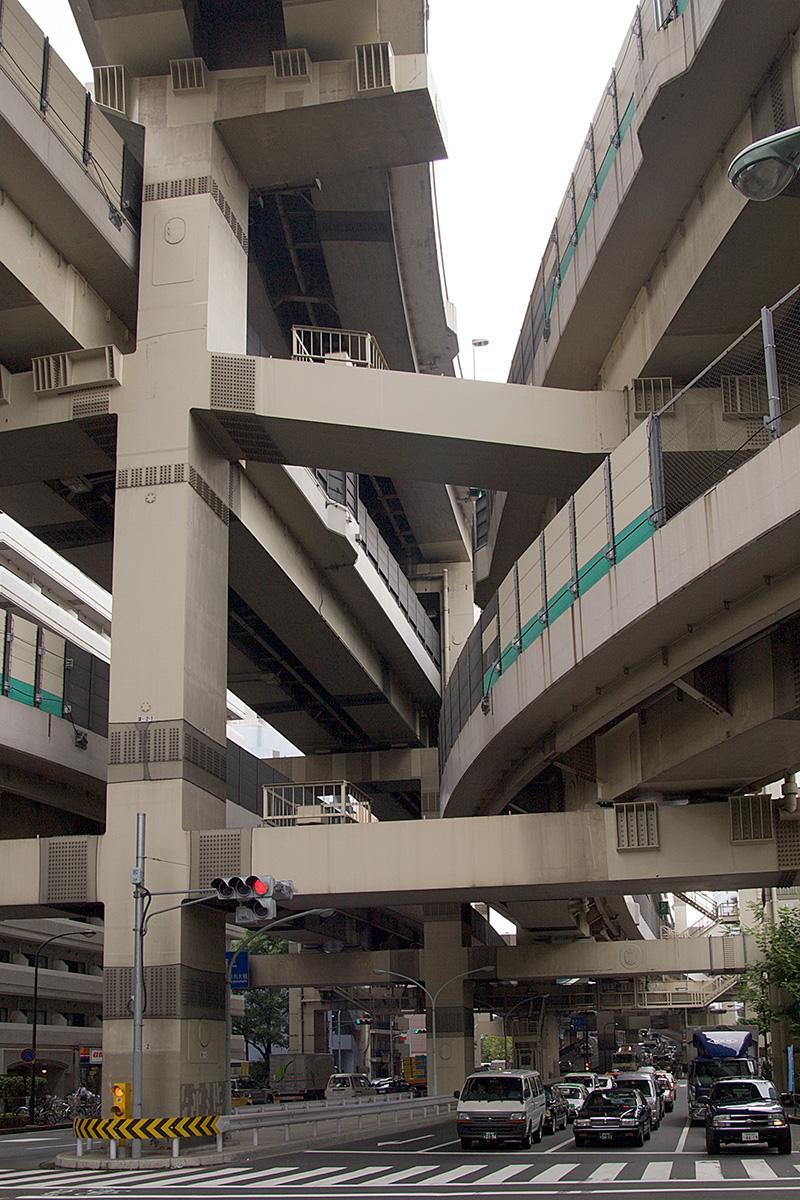 Autostraßen übereinander in Tokyo