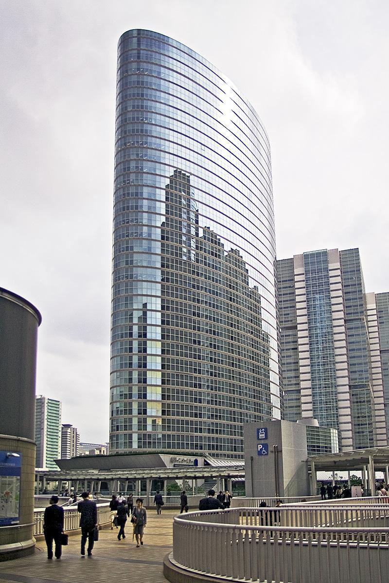 Gläsernes Hochhaus in Tokyo