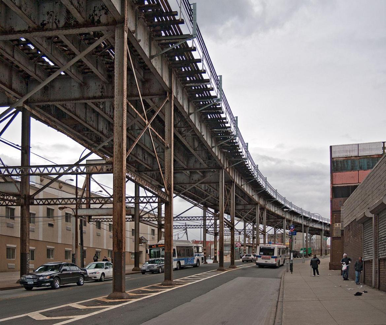 Hochbahn von unten im Beitrag New York City: Elevated Subway auf der Seite Staderkundung.com
