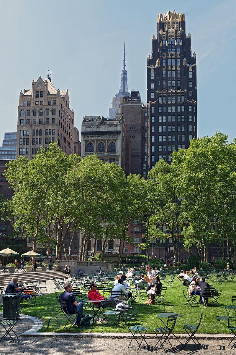 Blick auf das Bryant Park Hotel am Bryant Park, Manhattan auf der Seite Stadterkundung.com