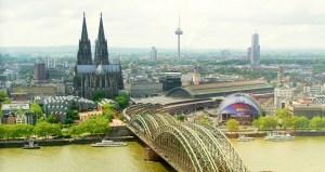 Blick auf das linksrheinische Köln mit Dom