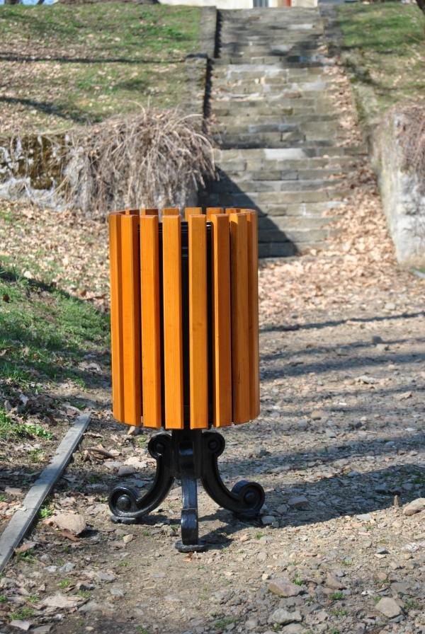 Abfallbehälter aus Holzelementen KO-36
