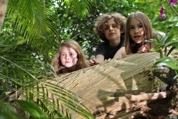 Staunende Kinder in der Dinosaurier-Ausstellung Foto: Kraftstoff