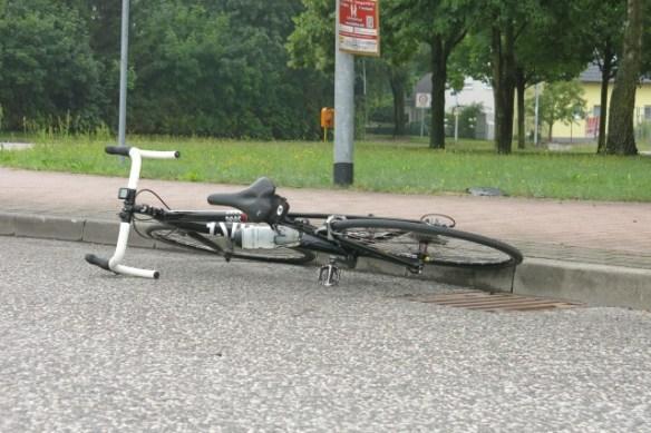 Da lag das Rad plötzlich auf der Straße (und der Fahrer auch)    Link