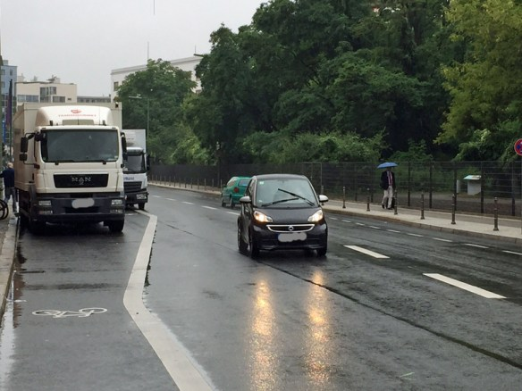 Blockierter Fahrradstreifen an der Anhalter Straße