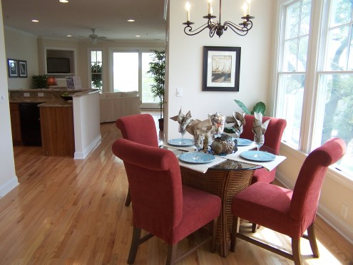 staging small dining spaces