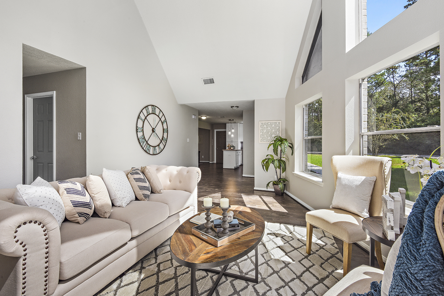 Vacant Home Staging - Staging The Nest - Living Room 2