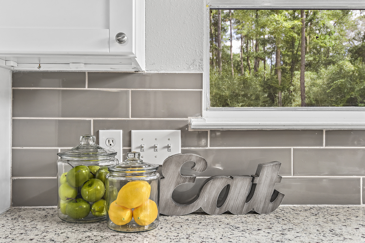Vacant Home Staging - Staging The Nest - Kitchen Decor