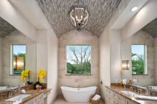 Staging The Nest - Vacant Home Staging - Houston - The Woodlands - Master Bathroom - Luxury