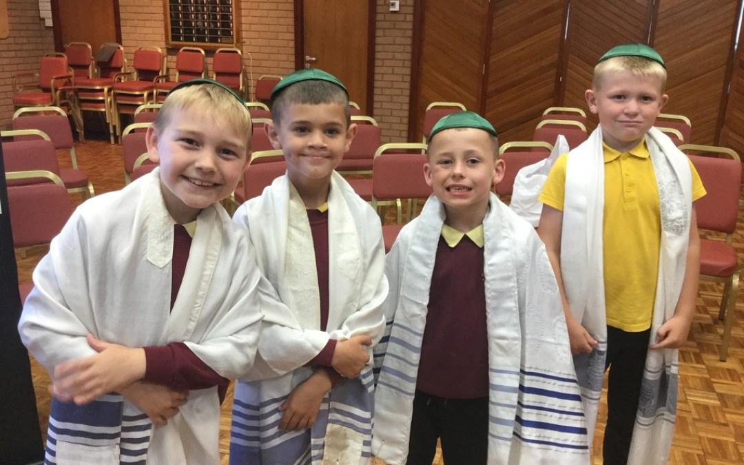 Year 2 visit the Jewish Synagogue
