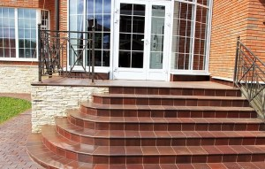 Cladding of the porch with clinker tiles