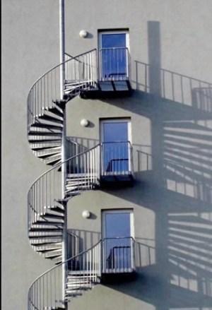 External screw design ladder