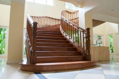 pictures of wooden stairs and railings_1