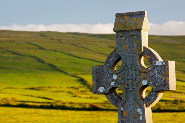 celtic-cross-in-a-cemetery-trish-punch
