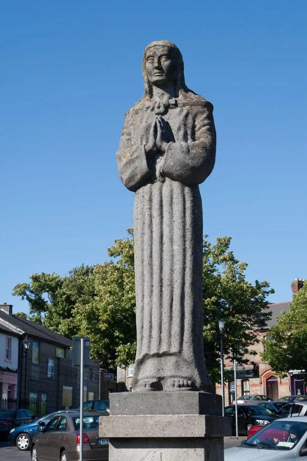 Kildare_Market_Square_Statue_of_St_Brigid_2013_09_04