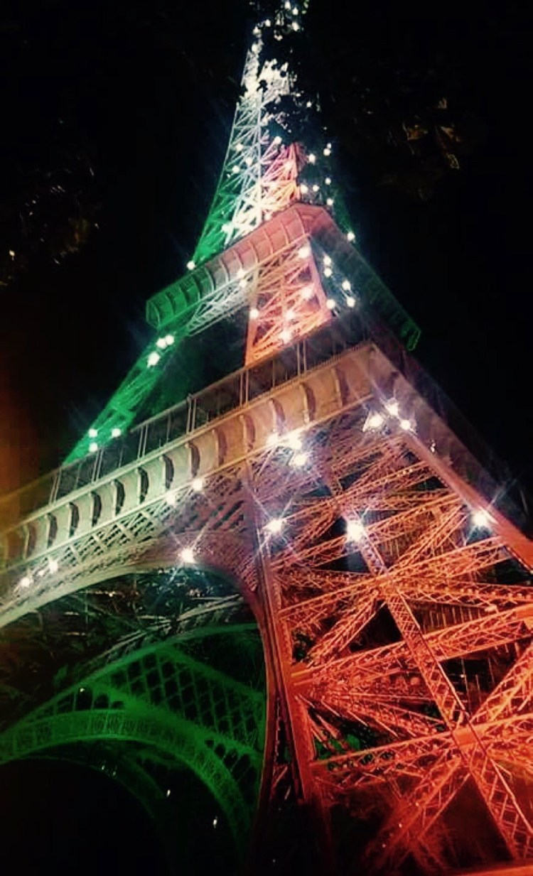 EiffelTowerTricolour