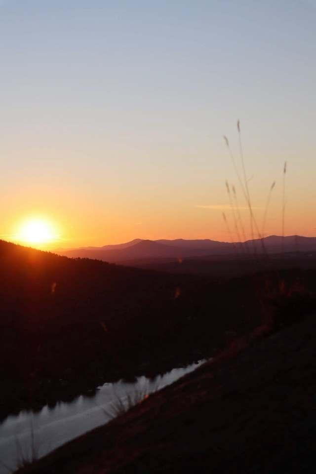 Coucher de soleil québécois au sommet du Mont Pinacle