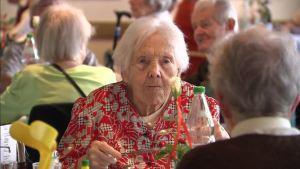 ospizio-cafeteria-invecchiare-vecchio
