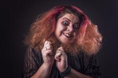 donna-pazza-di-orrore-che-grida-72830710