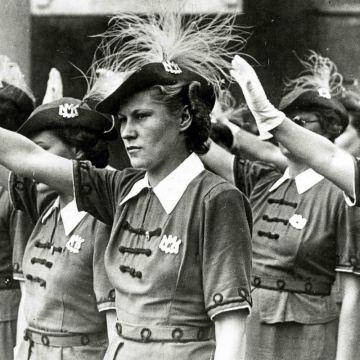 """Arriva la """"task force"""" per un rinascimento delle donne"""