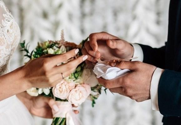 Il matrimonio e la carovana di donne