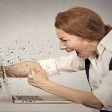Femministe campionesse di violenza e bullismo sui social