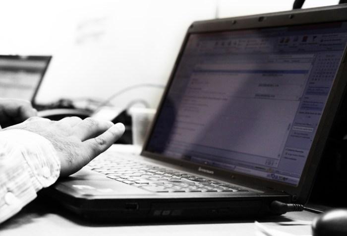 stalking, nękanie w sieci, w Internecie,