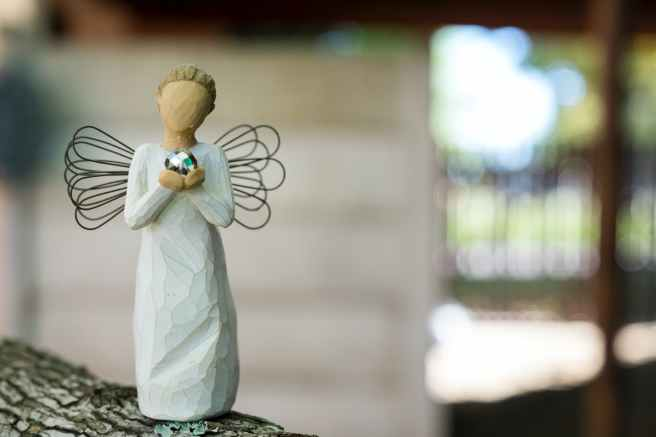 willow tree angel figurine