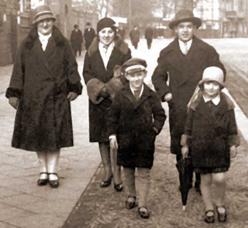 German Jews, Street Scene