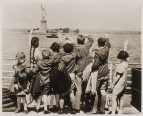 Jewish refugee children wave at the Statue of Liberty as the President Harding steams into New York harbor, United States Holocaust Memorial Museum, photo 96464