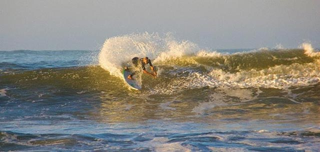 Giorgio Gomez puts on a solid performance with some radical surfing in Round 1