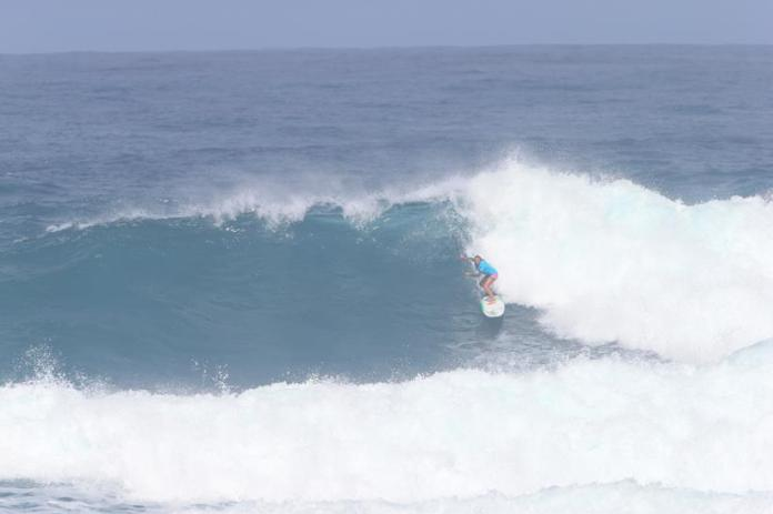 Fiona Wylde & Izzi Gomez battle proudly with the men in the Sunset Beach Pro Trials