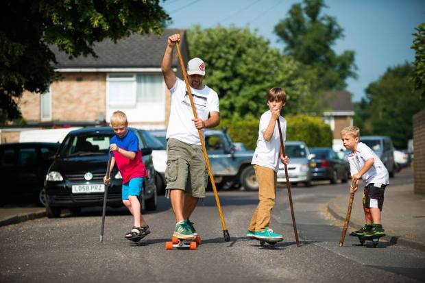 Plume family land paddle