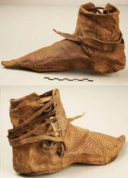 13thc,shoes